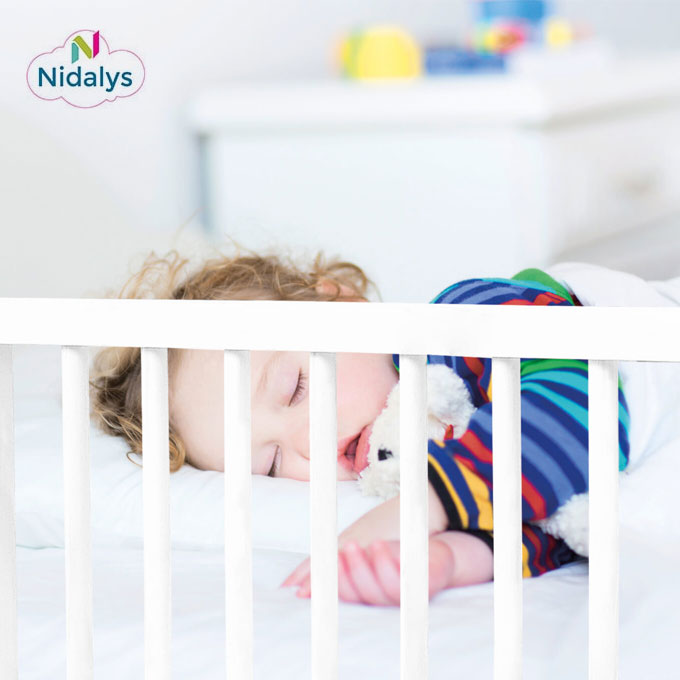 la barri re de lit pour enfants livia de nidalys id al. Black Bedroom Furniture Sets. Home Design Ideas